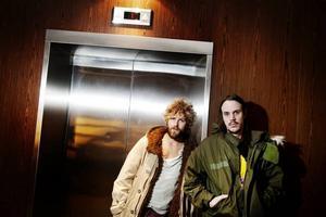 """Nytt band. Joel Igor Hammad Magnusson och Andreas Kleerup är två sjättedelar av bandet Me and My Army. 16 februari släpps debutplattan """"Thank God for sending demons""""."""