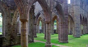 Ruiner i Monmouth, Wales, nu en