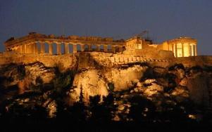 Akropolis i nattljus. Acropolis är Athens största dragplåster. Foto: Lennart Götesson