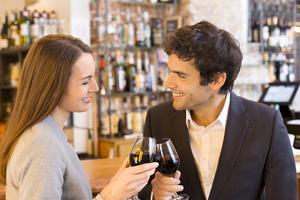 Att äta och dricka i timmar är populärt under den romantiska resan.