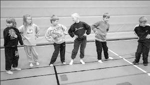 Lektion i dans på Forsså skola i Näsviken i februari 1999.