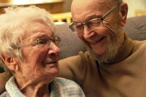 Astrid och Lennart Gunhamre har varit gifta i 67 år. Trots att hon tyckte att han var en gaphals när de träffades. Och han tyckte att hon var en bråkmakare.