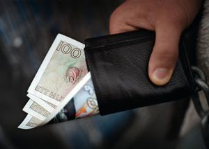 Plånboksfråga. Den ekonomiska utvecklingen påverkas av hur hårt konsumenterna håller i plånboken.