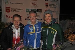 OK Kåres Isac von Krusenstierna vann H20-klassen i natt-SM. Här flankeras han av tvåan Simon Imark, Tullinge SK och trean Simon Hector, Snättringe SK.