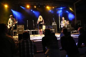 Det finska bandet Diverse kör covers med bravur.
