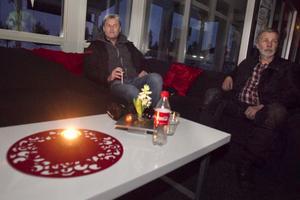 De har varit igång dygnet runt sedan annandagens morgon då Hassela Ski mörklades. Chefen Lars Forsberg och fastighetsansvarige Olle Leyonberg.