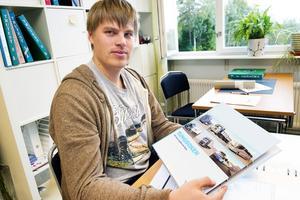 Mikael Kjell Lipasti pluggar vid trafiklinjen i Mellansel och satsar på att ta lastbilskort.