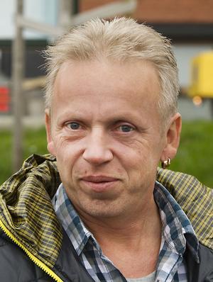 Conny Norin, Hudiksvall:– Trångt. Det är mycket trafik och trångt ner man ska backa ur. Tur att man är van att köra bil.