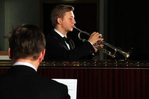 Trumpetist Calle Stenman spelade under terminskonserten i Kulturens hus.