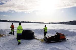 Fyra kilometer vattenledning läggs ut på Storsjön mellan Storsjöbadet och Salteå.