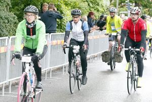 Karin Zettergren och Anders Johansson från Örebro (i vitt respektive rött) höll ihop hela rundan, som tog drygt 14 timmar.