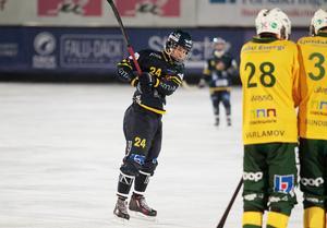 Michael Pettersson gjorde tre mål när Falun blåste över Ljusdal med 5–1.