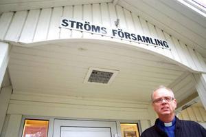 Kyrkoherden Tore Magnusson är orolig över ekonomin i Strömsunds pastorat. Kyrkan klarar sig inte från nedskärningar. Foto: Jonas Ottosson