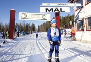 Malte Andersson glider i mål som vinnare.