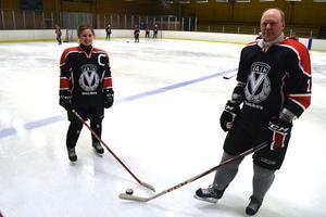 Sandra Danielsson har gått från att spela hockey mest på skoj, till full satsning på seriespel. Nu med hjälp av tränaren Erland Lycke.