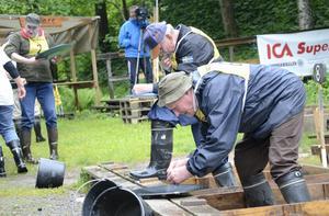 Totalt ställde omkring 40 deltagare upp i guldvasningstävlingen i Rydbergsdal arrangerad av Kopparbergs guldvaskarförening.