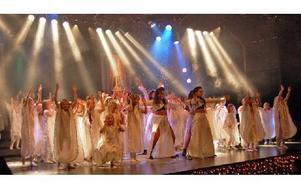 Gagnefs musik- och dansskola, en frivillig skolverksamhet, producerar under ett år mängder av olika shower, konserter och uppträdanden. Under fjolåret sålde skolan ungefär 6 000 arrangemangsbiljetter för mellan 30 och 275 kronor per biljett. Foto: Kent Olsson