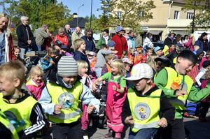 Full fart när förskolans dag firades på centrumtorget i Laxå.Bild: Eleonore Eriksson