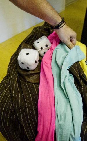 Scenkostymerna köps på Kupan.