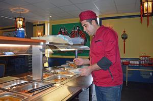 Kinesisk mat är Khaleds favorit att tillaga.