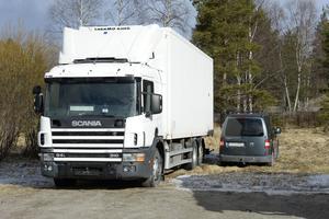 Förarna av fordonen är dömda till fängelse för smuggling, men fordonen kan de eller ägarna hämta när det passar.