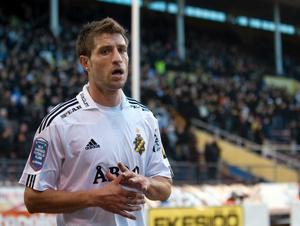 AIK:s Sebastián Eguren (bilden) samt Kenny Pavey missar måndagens hemmamatch mot Örebro SK.