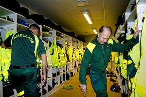 – Det är ett omväxlande yrke och det är lite tjusningen med jobbet att jag vet inte vad jag kommer att möta under en arbetsdag, säger ambulanssjukvårdare Erik Öhlén.
