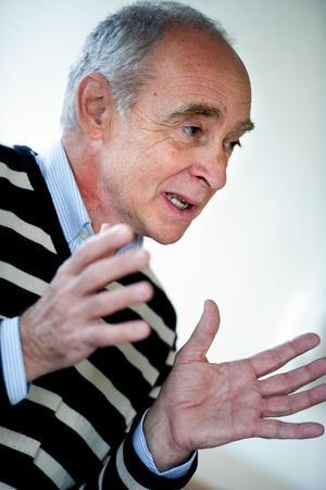 Steve Johnson, plan- och markchef, säger att den gemensamma översiktsplanen ska antas 2014.