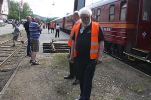 Hundra tyska charterturister stannade till i Sveg på vägen mot Riksgränsen. Morrgan Claesson från Bergslagens järnvägssällskap ansvarar för resan.