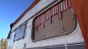 En del husvagnar är i så dåligt skick att de fått lagats med kartong och silvertejp.