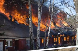 Den 22 september ifjol brann en radhuslänga och flera bostäder förstördes. Den byggs nu upp igen. 2011 brann en hel radhuslänga ner strax intill. En orsak till eldens snabba spridning är avsaknaden av brandväggar.