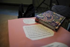 Elever på skrivarlinjen bjuder på dikter.