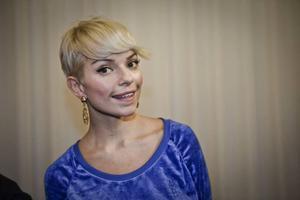 """Nu även i hemlandet. Petra Marklund som gör musik under artistnamnet September skördar framgångar. Hennes singel """"Cry for you"""" har sålt över halv miljon exemplar i USA och tolkningen av Petters låt """"Mikrofonkåt"""" toppar Itunes försäljningslista."""