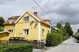 Villaägare som förbrukar 20 000 kWh per år och med en säkring på 20 ampere får en prisökning från Eon Elnät på tio procent.