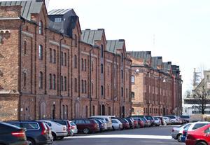 Steg ett blir att rusta gatumiljön och organisera parkeringsplatserna bättre.