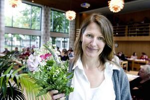 DEMOKRATIPRISAD. Populära SO-läraren Kerstin Olsson fick Sandvikens kommuns första demokratipris för sitt engagerade arbete med eleverna på Norrsätraskolan.