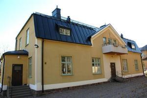 VATTENSKADA. Hyresgästerna i de gamla fastigheterna på Bultbovägen 4c drabbades av vattenskador när taket läckte.