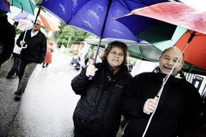 Jana och Anders Hägglund från Skutskär är alltid trogna besökare och fascineras lika mycket varje gång när vattnet släpps på.