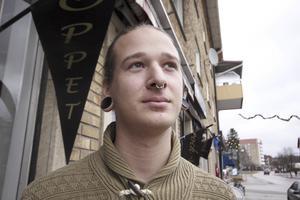 Oscar Frodeson, 20 år, tatuerare, Virsbo: – Jag är inte så mycket för traditioner över huvud taget. Jag ska nog inte ha någon gran.