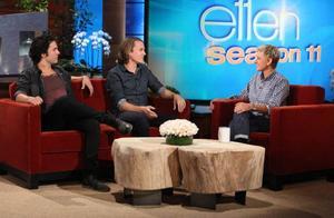 Vegard och Bård Ylvisåker besöker Ellen DeGeneres. Foto: Michael Rozman/Warner Bros/NTB/TT