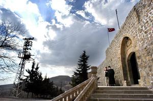 Bakom klostermurar liknande dessa, i Belgien och Frankrike, bodde författaren i tolv år. Här ett kloster i Turkiet.
