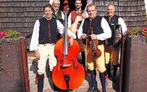 Tängerpojkarna spelade under en musikgudstjänst i Bingsjö under det 400-årsjubileum som hölls i Finnmarken under helgen. Foto: