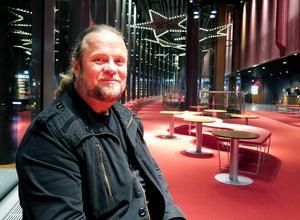 Per Lifvenberg hade en tuff uppväxt i Gävle. Nu visas filmen om den.