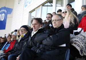 Lars Lagerbäck på Norrporten Arenas läktare under den allsvenska premiären mellan GIF Sundsvall och Kalmar FF 2012.