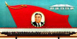 Kim Il Sung – död sedan 1994 – är Nordkoreas evige president.