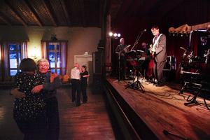 Dansbandet gör ungefär 60 spelningar per år i hela Sverige.