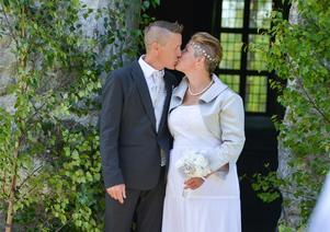 Jocke Westin och Kristin Berg efter sin vigsel.