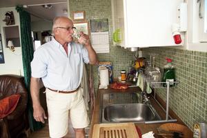 """Öppet. Joel Wester har byggt båten själv, bland annat köket som sitter ihop med vardagsrum och """"kommandobryggan""""."""