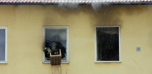 Brandmännen var snabbt på plats i lägenheten på Malmgatan och kunde släcka elden.