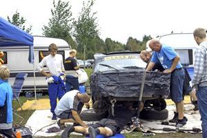 När Rasmus Strömbergs bil havererade var mekanikerna snabbt framme.
